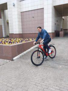 Префект ЦАО Владимир Говердовский приехал на работу на велосипеде 19.05.2017